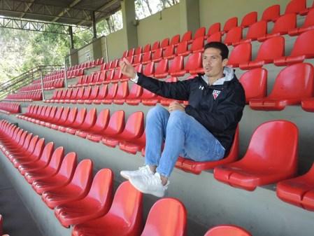 Hernanes durante entrevista no CT da Barra Funda (Foto: Diogo Venturelli)