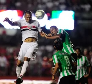 Luis Fabiano São Paulo x Atlético Nacional (Foto: Marcos Ribolli)