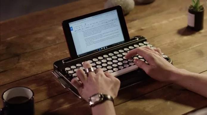 Penna lembra máquina de escrever e tem bateria de até 6 meses (Foto: Divulgação/Elretron)