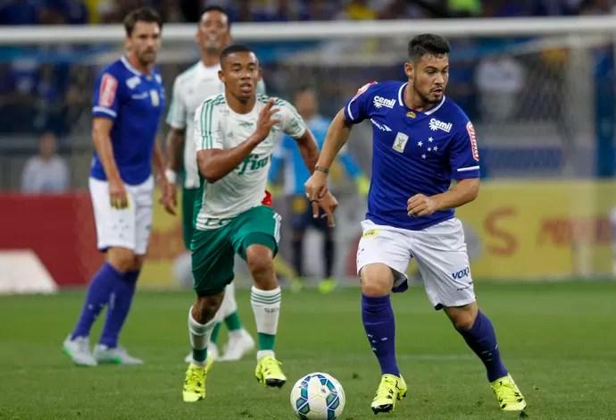 Vinícius Araújo em ação durante a partida contra o Palmeiras (Foto: Washington Alves/ Light Press/ Cruzeiro)