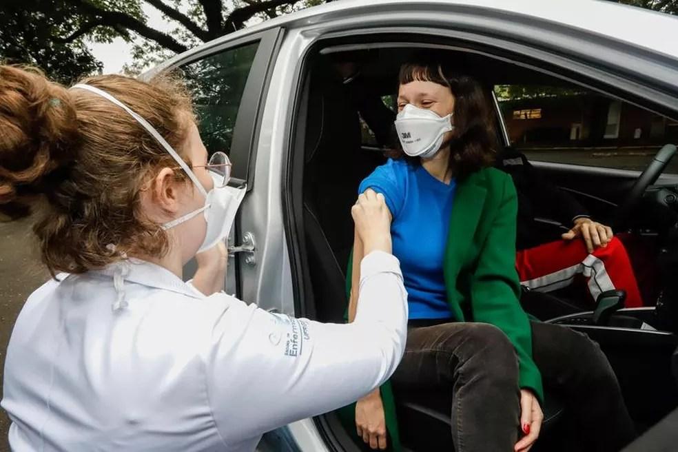 Vacinação contra a Covid-19 — Foto: Cristine Rochol/PMPA