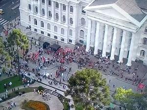 Manifestação em Curitiba (Foto: G1)