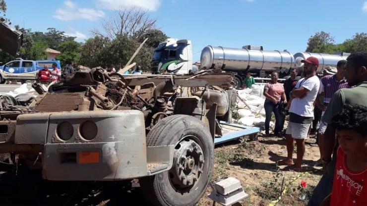 Carreta ficou sem cabine após batida com micro-ônibus em Seabra, na Chapada Diamantina — Foto: Nilson Santos/Blog Liberdade Bom Sucesso