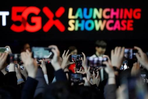 Cerimônia de lançamento do serviço 5g da SK Telecom, maior operadora de telefonia móvel da Coreia — Foto: Kim Hong-Ji/Reuters