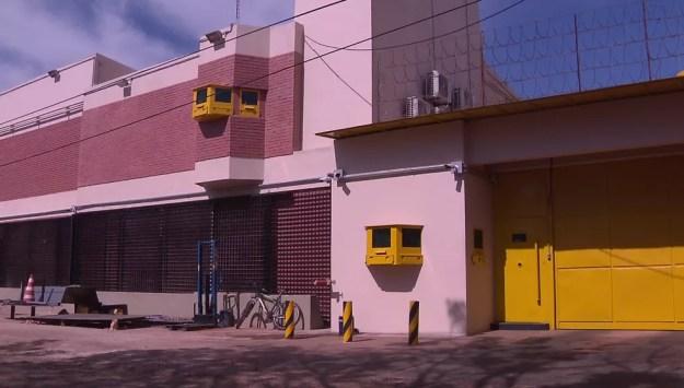 Na filial da Prosegur em Ciudad del Este, a fachada foi reconstruída (Foto: Reprodução/RPC)