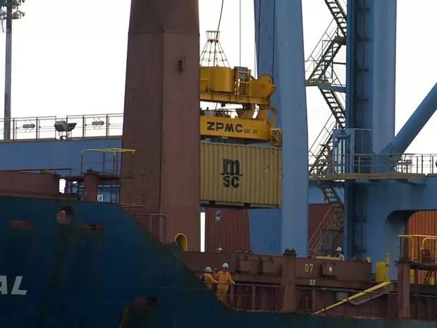 Navio de onde o estivador caiu (Foto: Reprodução/ TV Gazeta)