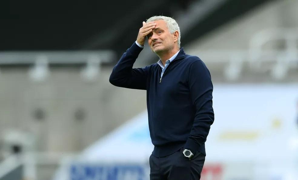 Mesmo sob pressão, José Mourinho tem o apoio do presidente do Tottenham — Foto: Getty Images