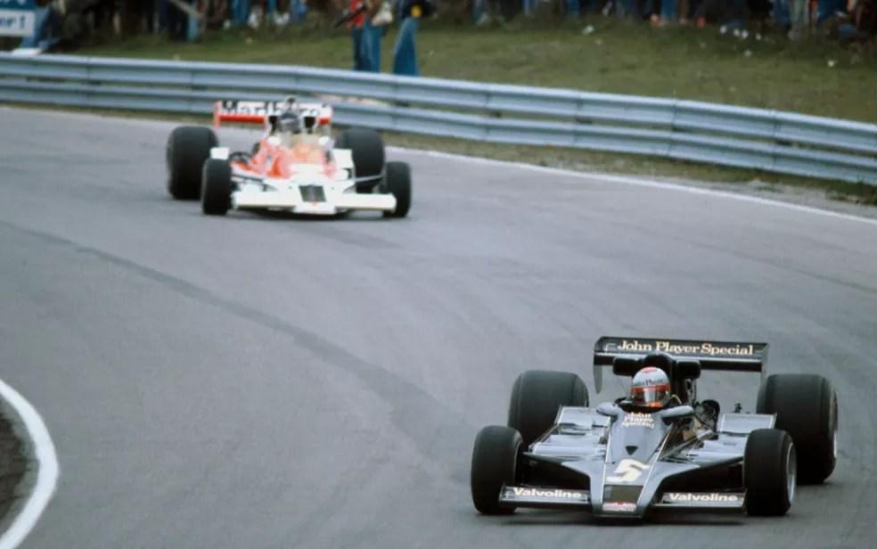 Mario Andretti e James Hunt lideraram em Mosport Park em 1977 mas abandonaram — Foto: Reprodução/rede social