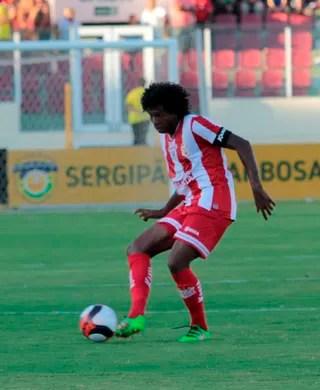 Gil Baiano, volante do Sergipe (Foto: Osmar Rios / GloboEsporte.com)