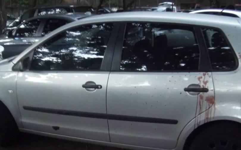 Veículo de corretor de imóveis ficou com marcas de sangue (Foto: Reprodução / EPTV)