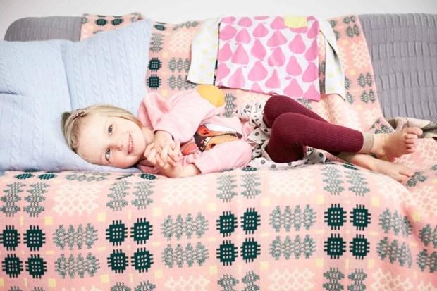 Holly Greenhow em foto feita para campanha de loja no Reino Unido (Foto: Geoff Robinson)