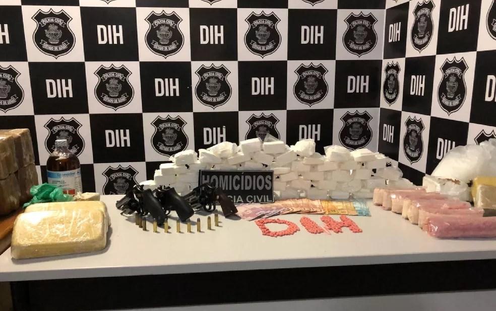 Polícia apreendeu 7,5 mil comprimidos de ecstasy, cocaína, maconha e armas (Foto: Polícia Civil/Divulgação)
