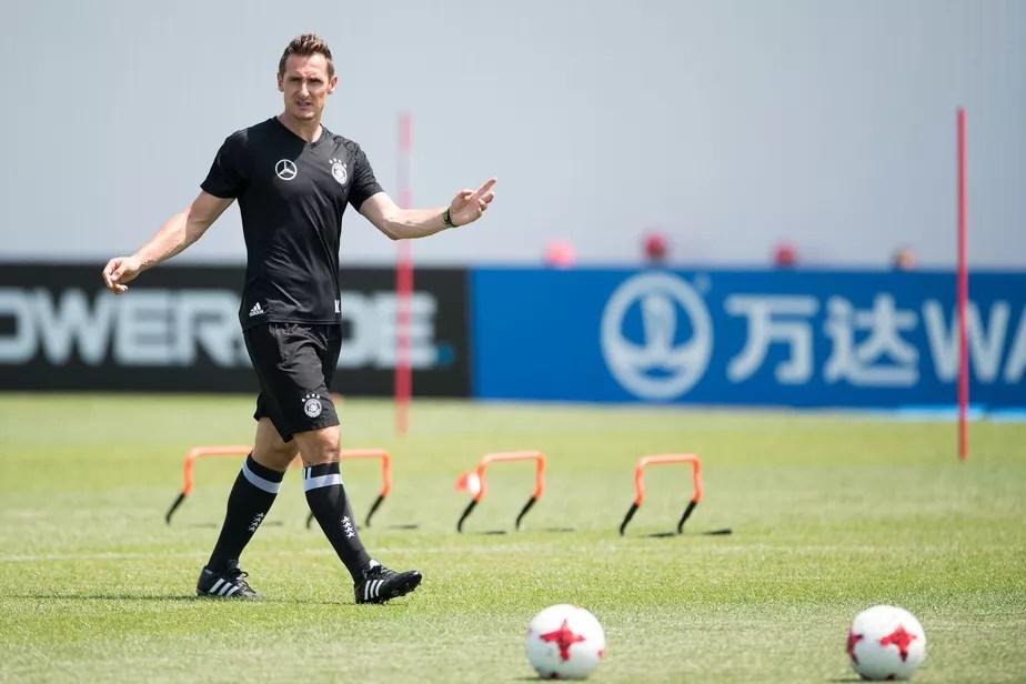 Klose lapida novos carrascos e caminha para ser técnico da seleção:
