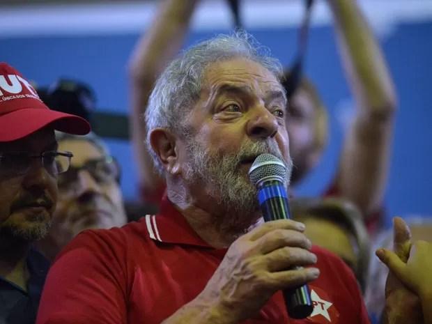 O ex-presidente Luiz Inácio Lula da Silva participa de encontro com sindicalistas e membros do Partido dos Trabalhadores (PT) em São Paulo