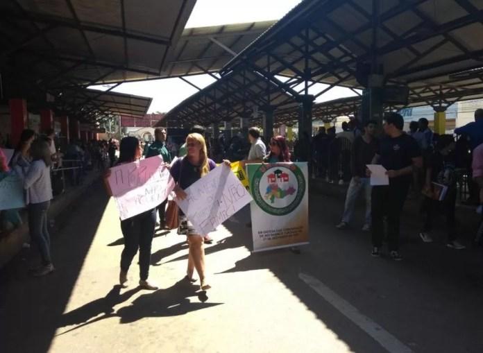 Movimentos sociais protestam contra o aumento da passagem de ônibus para R$ 4,03 em Rio Branco (Foto: Iryá Rodrigues/G1)