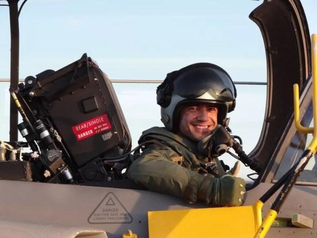 Fórneas é um dos dois únicos brasileiros preparados para pilotar o Gripen (Foto: Arquivo Pessoal)