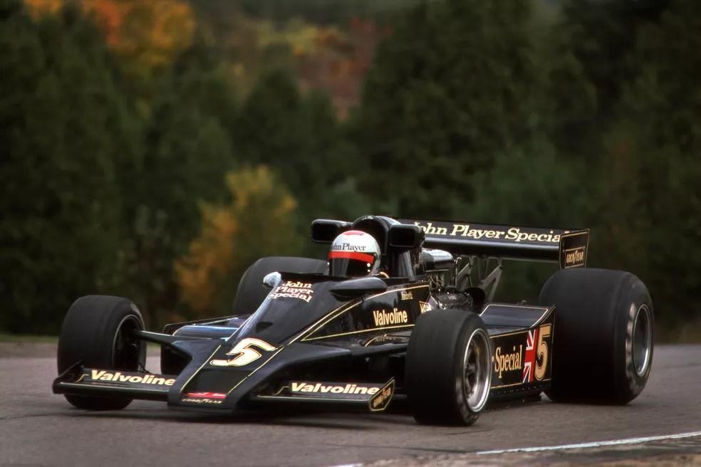 Mario Andretti teve problemas no carro e abandonou GP do Canadá de 1977 — Foto: Getty Images