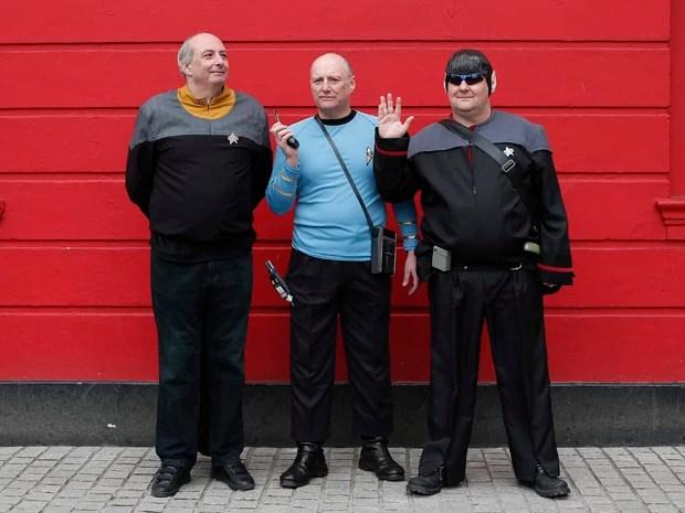 """Entusiastas da saga """"Star Trek"""" mostram fantasias de personagens da série. Festival será realizado entre 30/4 e 6/5 (Foto: Suzanne Plunkett/Reuters)"""