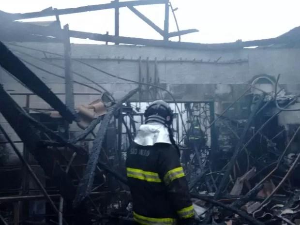 Corpo de Bombeiros apaga incêndio em bicicletaria em Jacareí (Foto: Divulgação/Corpo de Bombeiros)