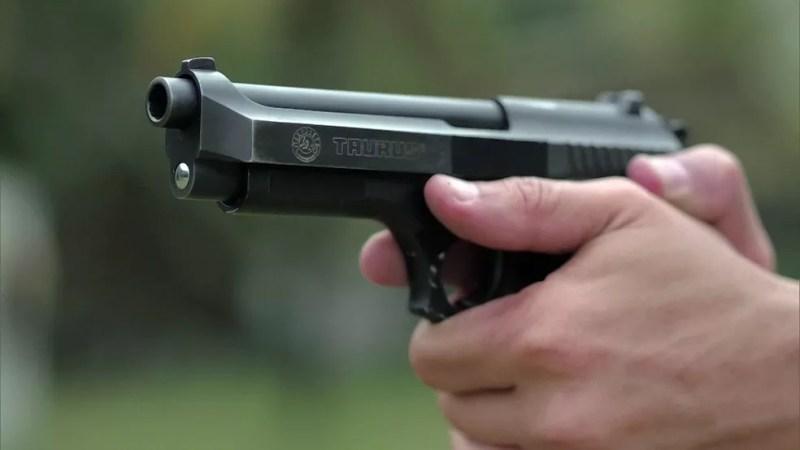 Pistola da fabricante Taurus — Foto: Reprodução/Fantástico