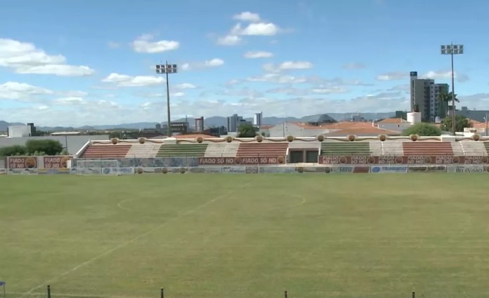 O gramado do Estádio José Cavalcanti seria inaugurado no dia 6 de janeiro, com o clássico de Patos — Foto: Reprodução/TV Cabo Branco