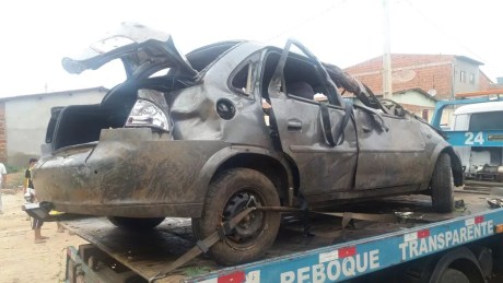 Carro ficou destruído em acidente em Parnamirim (Foto: Divulgação/ PRF)