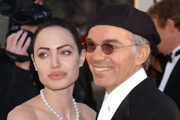 Angelina Jolie was 25 when she married Billy Bob Thornton, then 45. In addition to the age difference, the actress shocked by getting a tattoo not discreet on the arm with the actor's name. The union lasted from 2000 to 2003 and the tattoo was removed (Photo: Getty Images)
