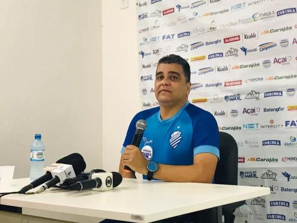Marcelo Cabo ainda não definiu o time para o duelo com o Avaí — Foto: Viviane Leão - GloboEsporte.com