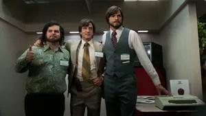 Steve Jobs passou de hippie sem foco nos estudos a líder de uma das maiores empresas de tecnologia do mundo. Empresário dedicado e de personalidade forte, não se incomodava em passar por cima dos outros para atingir os seus objetivos nos negócios, o que fez com que tivesse problemas em manter os seus relacionamentos amorosos e de amizade. Cinebiografia do fundador da Apple, Steve Jobs.