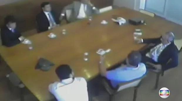 Sérgio Guerra negocia ajuda para frear CPI da Petrobras de 2009 (Foto: Reprodução/TV Globo)