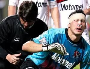 Nahuel Guzman goleiro atendimento jogo Atlético-MG contra Newell´s (Foto: AP)