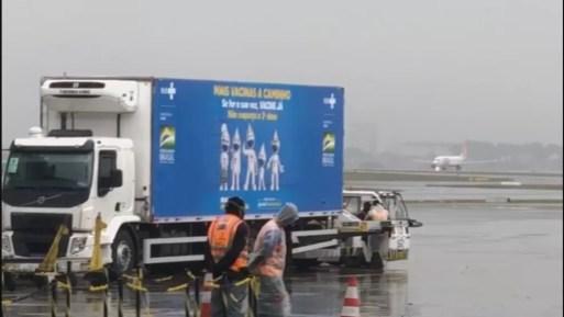 Lote de vacina da Janssen chega ao Brasil na manhã desta terça  — Foto: Reprodução/TV Globo