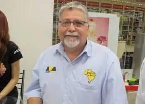 Márcio Delgado aproveitou que estava no mercado para comprar notebook com Windows 8 (Foto: Gustavo Petró/G1)
