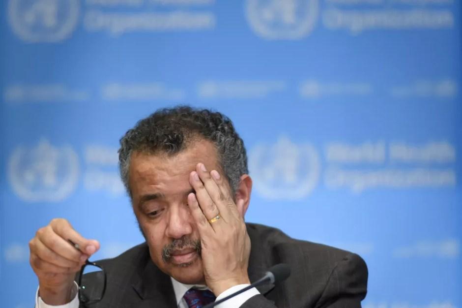 O diretor-geral da OMS, Tedros Adhanom Ghebreyesus, em coletiva em fevereiro — Foto: Fabrice Coffrini / AFP