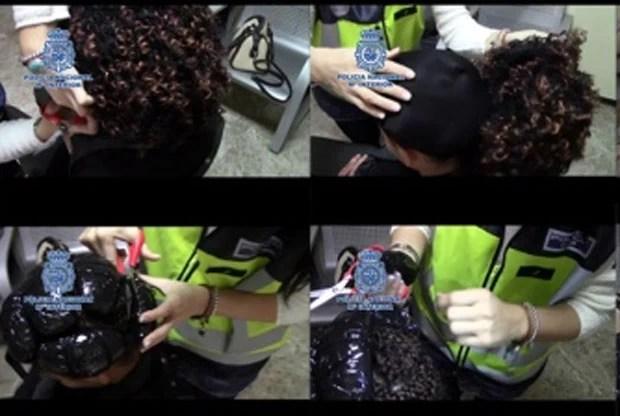 Pacotes com a droga estavam escondidos em meio a tranças naturais (Foto: Divulgação/Polícia Nacional da Espanha)