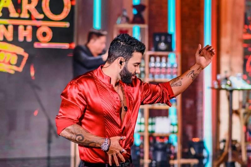 Gusttavo Lima dança durante live Cachaçã e Cabaré 2 — Foto: Divulgação
