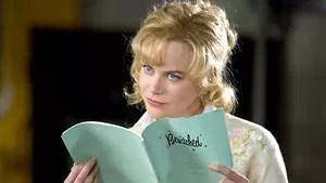 """Ator decadente tenta dar a volta por cima participando de uma versão cinematográfica da famosa série dos anos 60 """"A Feiticeira"""". Quando ele conhece Isabel Bigelow fica impressionado com sua beleza e acredita que ela seja perfeita para o papel de Samantha. O que ele não sabe é que a moça realmente é uma feiticeira."""