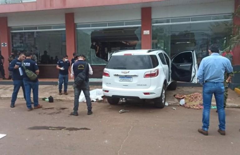 Carro em que as quatro vítimas de execução no Paraguai estavam quando foram mortas.  — Foto: Redes sociais