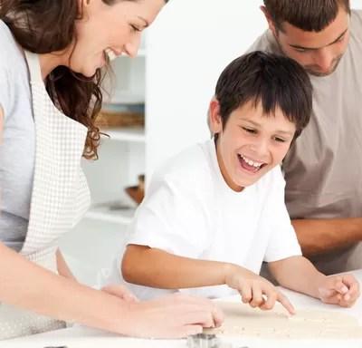 família_cozinhando (Foto: Shutterstock)