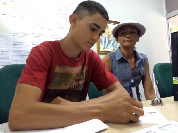 Thompson Vitor fez a matrícula nesta terça-feira (24) (Foto: Matheus Magalhães/Inter TV Cabugi)