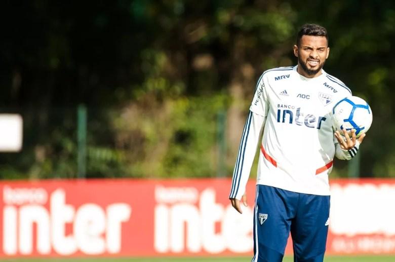 Reinaldo está perto de renovar contrato com o São Paulo — Foto: Maurício Rummens / Estadão Conteúdo