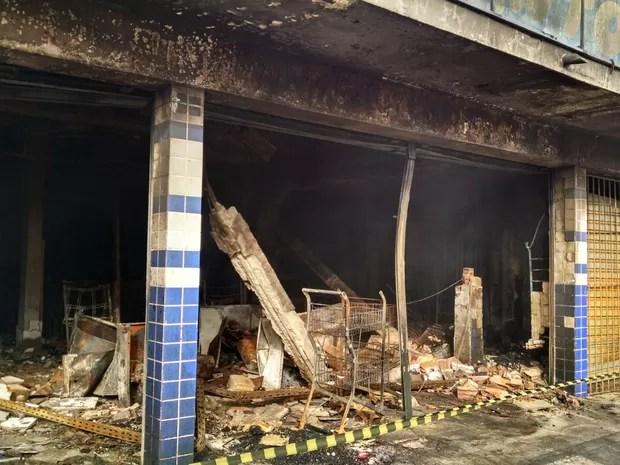 Imóvel foi isolado pelo Corpo de Bombeiros e será avaliado pela Defesa Civil (Foto: Cléber Rodrigues/InterTV)