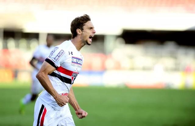 Rodrigo Caio foi um dos sete jogadores que tiveram contrato renovado no São Paulo  (Foto: Marcos Ribolli)
