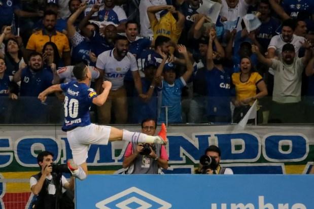 Thiago Neves comemora o único gol marcado na decisão contra o Corinthians — Foto: Agência Estado