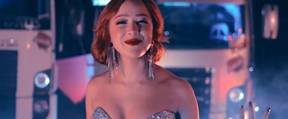 """Malu, a nova voz romântica do Brasil, lançou """"Disco Arranhado"""" em julho de 2019 — Foto: Reprodução/YouTube/Malu"""