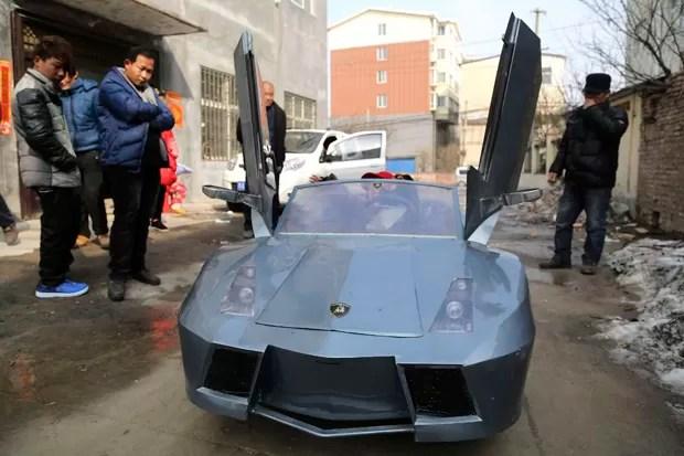 Réplica de Lamborghini foi feita por fazendeiro na China, como presente para o neto (Foto: China Daily/Reuters)