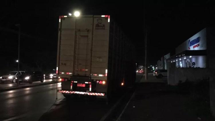 Caminhão utilizado para transporte de gado estava descarregado no momento do acidente — Foto: Leandro Agostini/ Centro América FM
