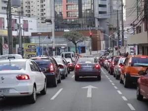 Entre automóveis, motocicletas, caminhonetes e outros são (Foto: Bibiana Dionísio/ G1 PR)