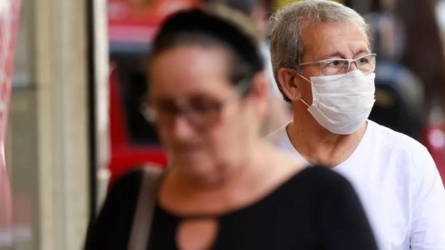 Ministério diz que ampliação de países usados como critério para diagnóstico levou a aumento súbito das notificações — Foto: Reuters