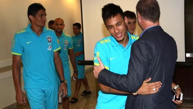 Neymar no hotel da Seleção na Argentina (Foto: Mowa Press)